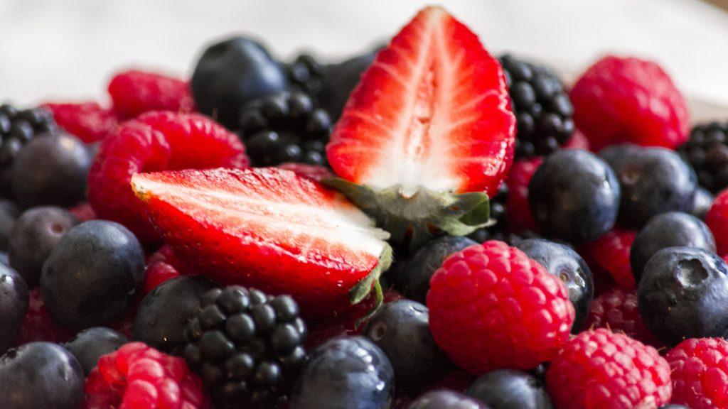 Erdbeeren, Heidelbeeren, Himbeeren und Brombeeren
