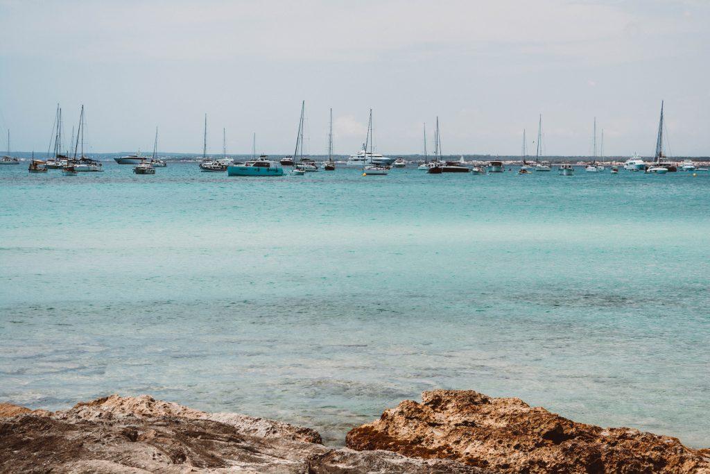 Azurblaues Meer in Es Trenc