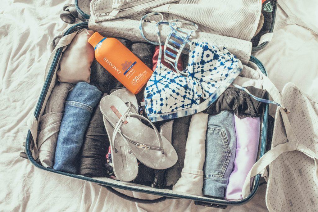 Rollen statt Legen - So spart man viel Platz im Koffer