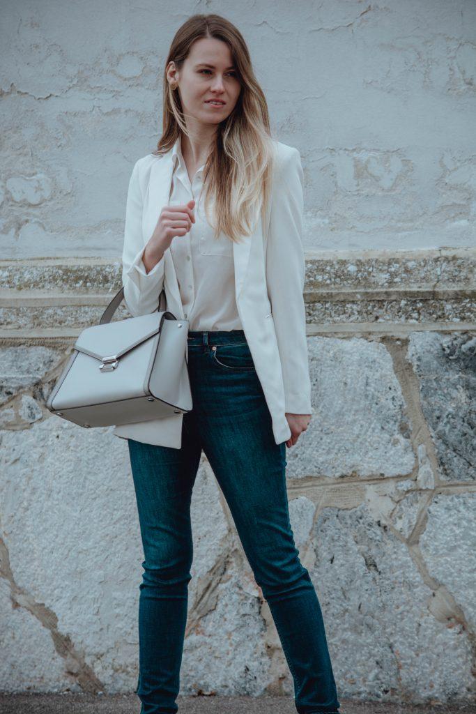 Outfit mit weißem Blazer